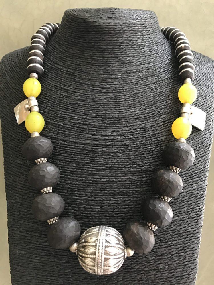 A Rare Silk Road Composition – Single Strand Necklace