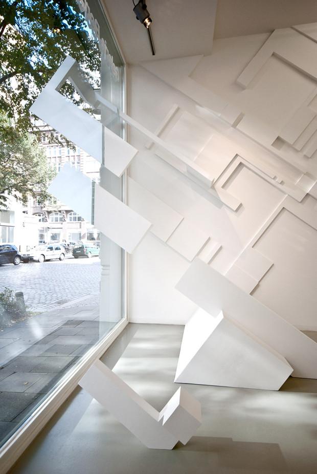 HZ, sinn + form, 2012, Acryl, Dispersion und Styrodur auf Wand, 300 x 4500 cm, Ausstellungsansicht Galerie Borchardt