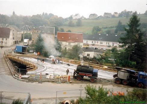 7. Oktober 1996. Asphaltierungsarbeiten.