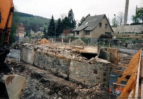 5. Mai 1996. Der Mittelpfeiler. Die neue Brücke wird ohne einen solchen auskommen.