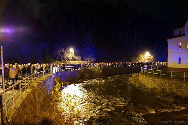 Foto von Marschteilnehmern Wexbrücke.