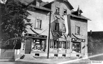 Hauptstraße 82 festlich geschmückt um 1930