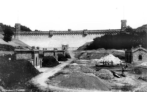 Talsperre mit Filteranlagen um 1900