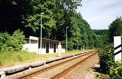 Haltepunkt Einsiedel neben der Kurt-Franke-Straße