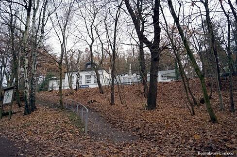 Blick vom Parkplatz Richtung Gaststätte November 2012