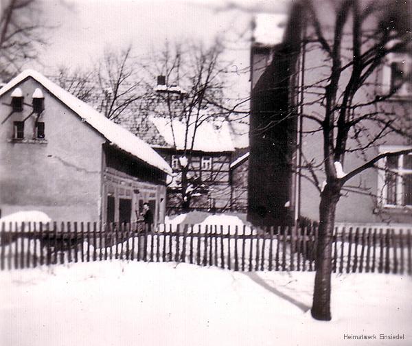 Im Hinterhof der Einsiedler Hauptstr. 20 im Winter 1969/70.