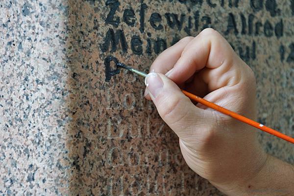 Schriftsanierung Kriegerdenkmal Einsiedel