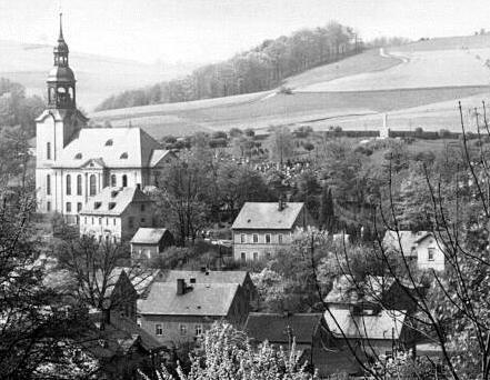 Friedhof und Kirehc e Einsiedel mit Gefallenendenkmal 1923