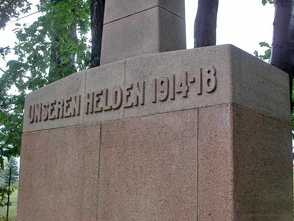 Gereinigtes Kriegerdenkmal Einsiedel 2004