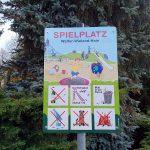 Spielplatzschild im Einsiedler Walter-Wieland-Hain