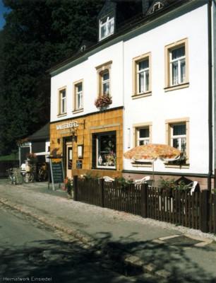 Einsiedler Hauptstr. 90: Vorgarten mit Sitzgelegenheit 1990