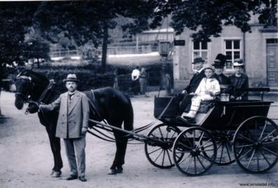 Schneidermeister Max Graf mit Pferdekutsche