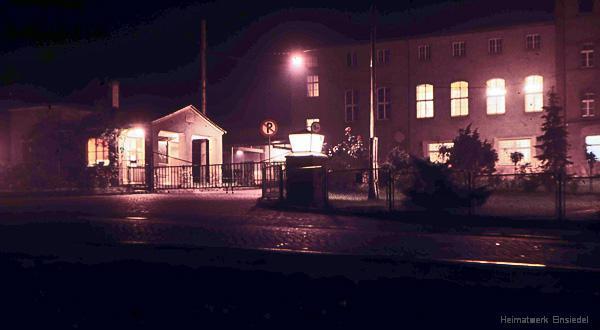 """Eingangsbereich des """"VEB (K) Vereinigte Brauereien Karl-Marx-Stadt BT Einsiedel"""" Ende der 1950er Jahre"""