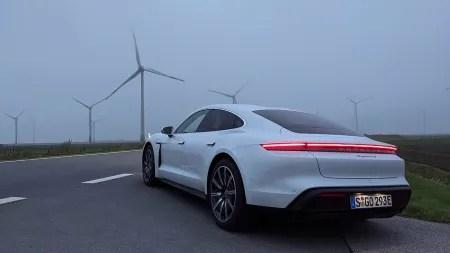 heise+ | Die elektrische Rennreiselimousine: Porsche Taycan im Langstreckentest