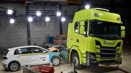 Elektro-Lkw: Scania schickt seine E-Trucks in Crashtests