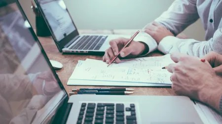 Studien zu Laptop gegen Stift im Unterricht: Unentschieden