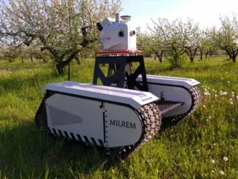 Roboter pflanzen viele Bäume