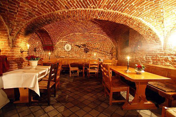 Im historischen Burggewölbe ist heute das Restaurant untergebracht. (Quelle: Junkers)
