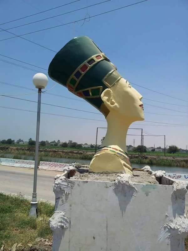 تمثال نفرتيتي المشوه (1)
