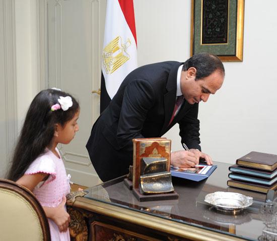 عبد الفتاح السيسي والطفلة