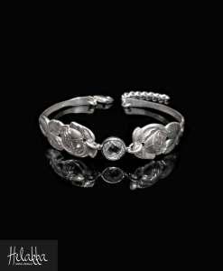 Helakka ruusurannekoru vanhasta hopealusikasta ja zirkonista