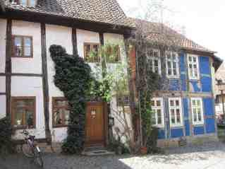 Halberstadt hat schöne alte Fachwerkhäuser, die Altstadt ist überhaupt sehr schön.
