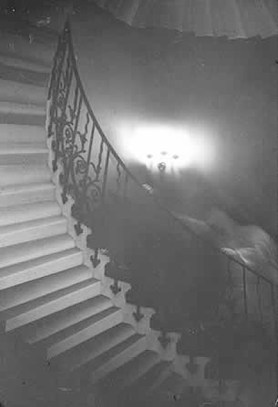 apparition queens house.jpg