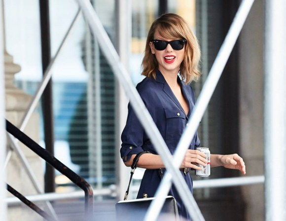spring 2014 color trend: blue; Taylor Swift street style