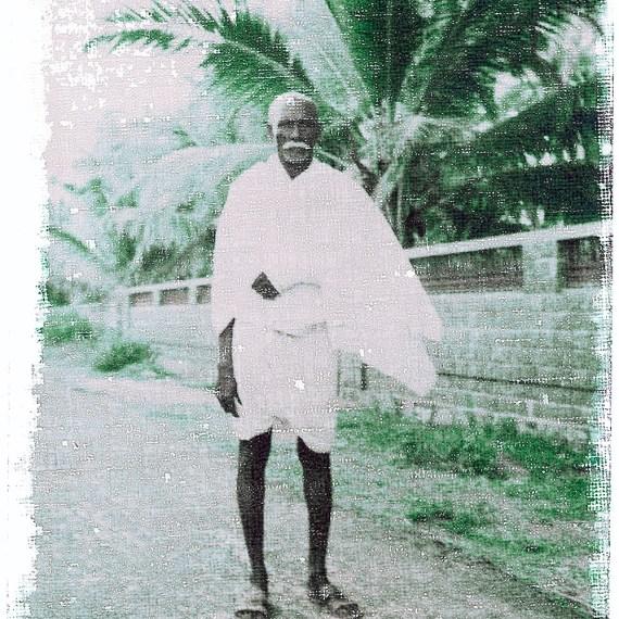 ©Oskar Landi #16 Also in India-color portrait- Indian man