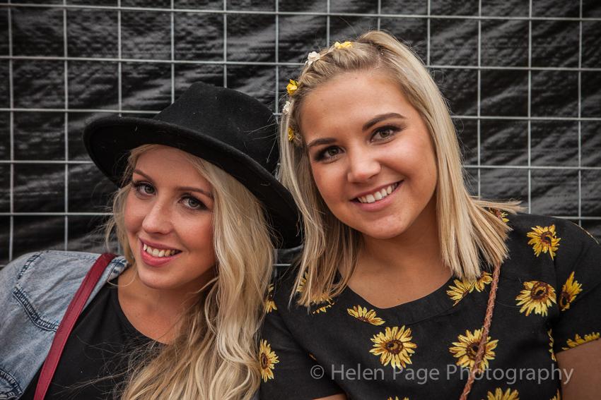 groovinthemoo2014-oakbank-helenpagephoto-Kimberly&Mikalee,Woodside-2484