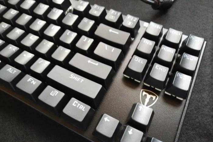 AmazonでQtuoの「87キー メカニカル式ゲーミングキーボード 青軸」を購入したのでレビューしてみる。