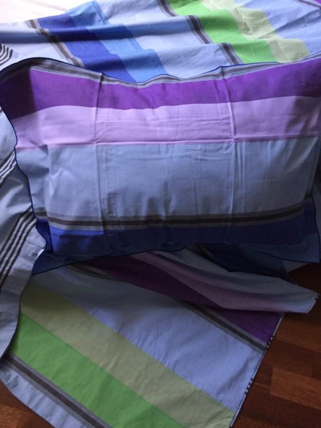 Poden har også fått nytt sengetøy i friske fine farger.