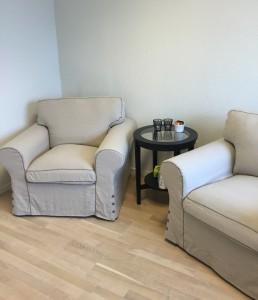Ektorp stoler fra IKEA med Malmsta bord.