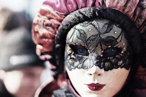 """Er du klar for å ta en titt bak """"masken"""" for å finne ut hvem du egentlig er?"""