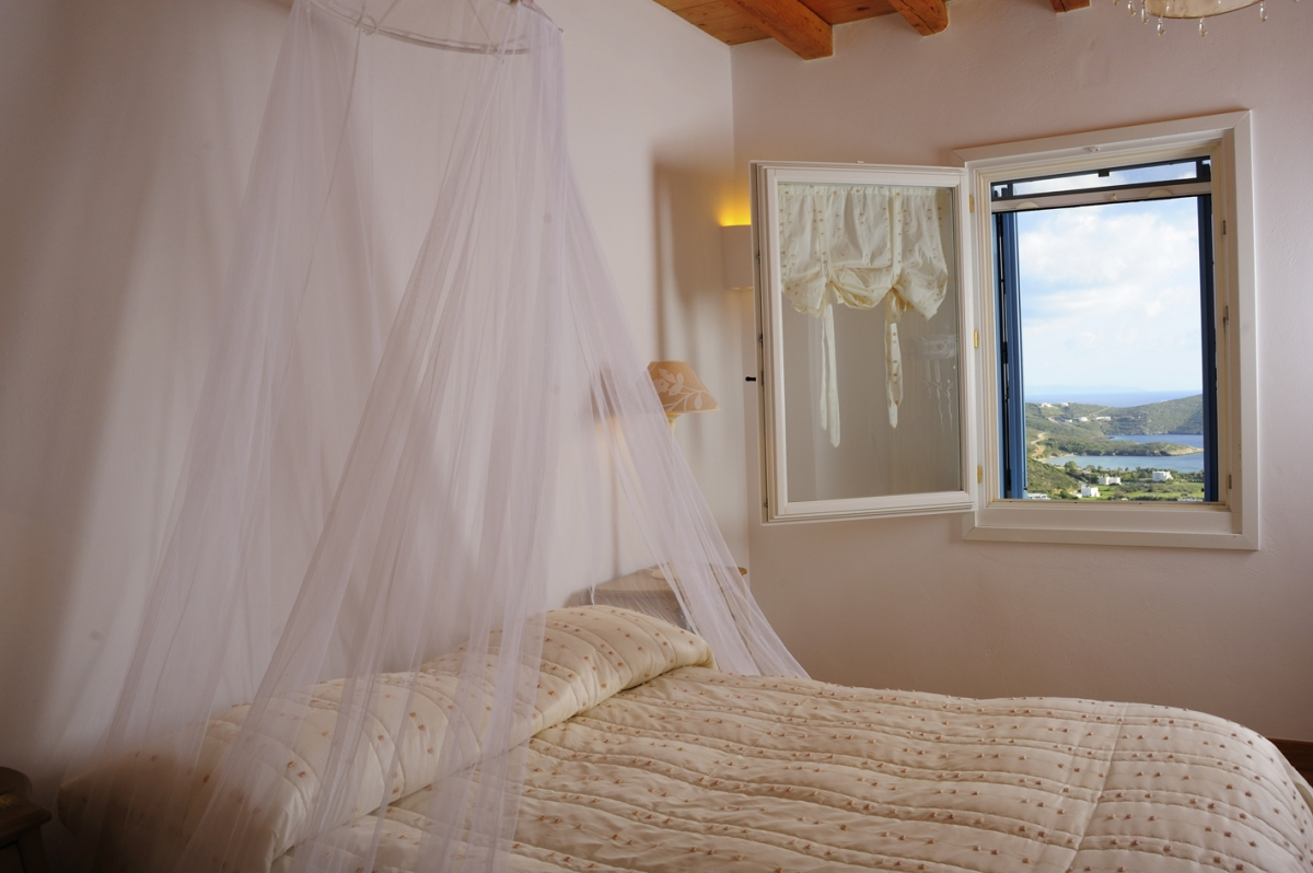Double bedroom with sea view window
