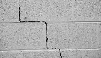 What Are the Different Types of Ceiling Cracks to Be Aware