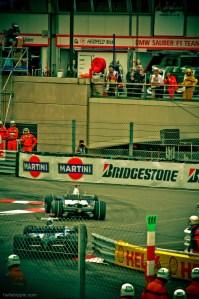 BMW Sauber and Williams-Toyota vie for midfield at the 2007 Formula 1 Monaco Grand Prix.