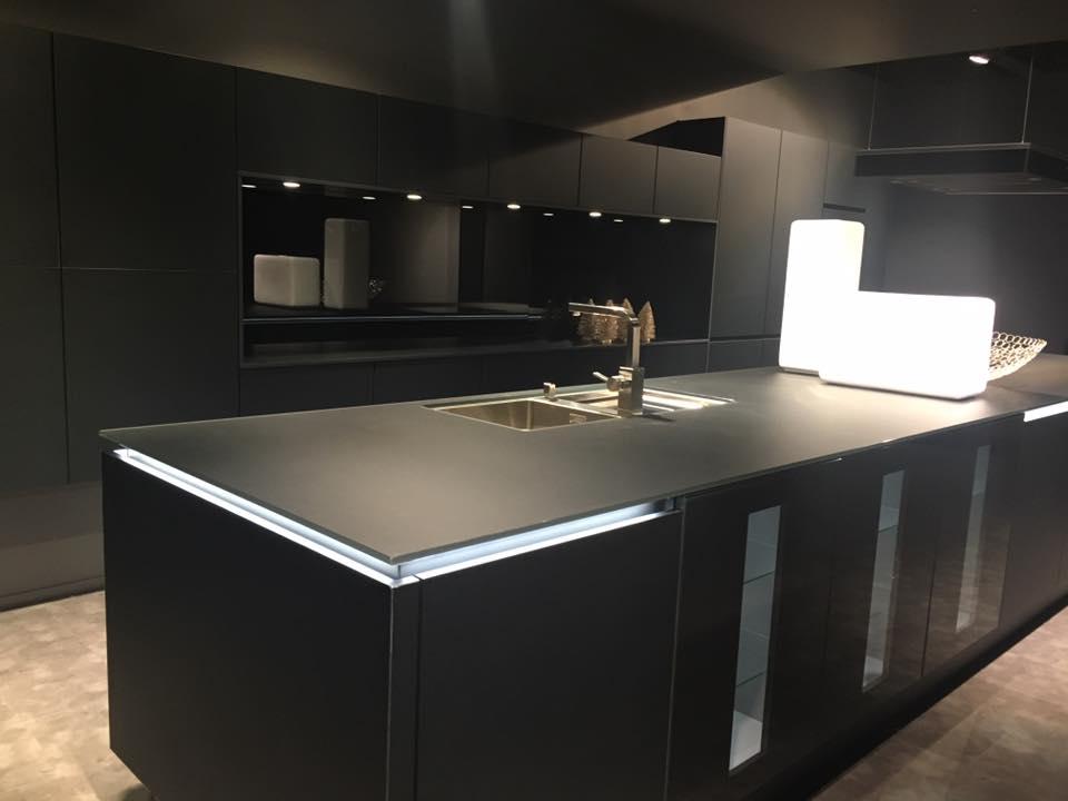 Cucina nera: idee eleganti e moderne per la casa - Ispirando
