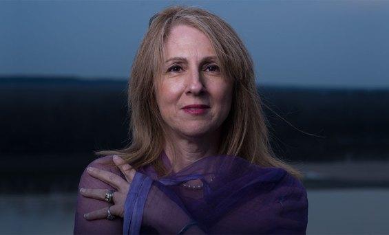 Η Εταιρεία Συγγραφέων προσκαλεί το αναγνωστικό κοινό σε μια ανάγνωση και συζήτηση με την Αμερικανίδα ποιήτρια Αλίκη Μπαρνστόου