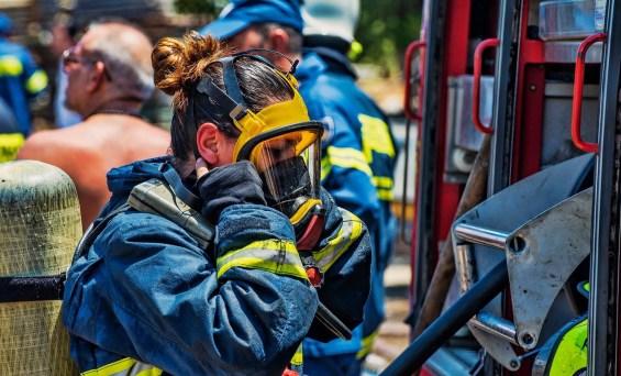 ΚΥΠΡΟΣ :Γυναίκες Πυροσβέστες στις επιχειρήσεις