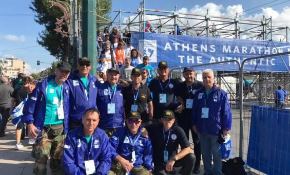 Εθελοντες του Συνδεσμου Ελληνων Βατραχανθρωπων και Σ.Ε.ΒΑ.Κ Συνδεσμου Εφεδρων Βατραχανθρωπων Κυπρου μαζι εθελοντες στο Μαραθωνιο Αθηνας