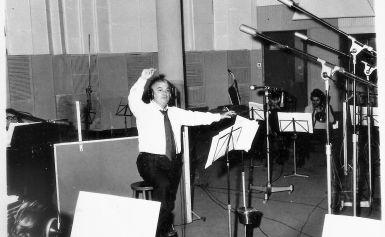 Μια υπέροχη, πολυαγαπημένη εποχή αναβιώνει στην Αίθουσα Χρήστος Λαμπράκης μέσα από τη μουσική παράσταση «Ο διαχρονικός Γιώργος Μουζάκης»