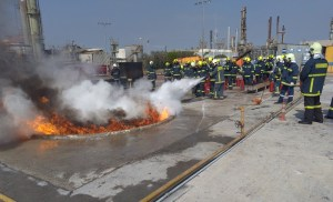 Εκπαιδεύσεις των Δοκίμων Πυροσβεστών, στην αντιμετώπιση πυρκαγιών υγρών καυσίμων.