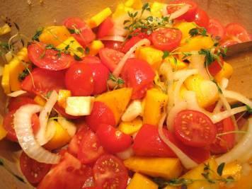 Så har du i tomatene og rører noen minutter til tomatene har fått blandet seg godt.