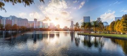 Sonnenuntergang im Lake Eola Park in Orlando