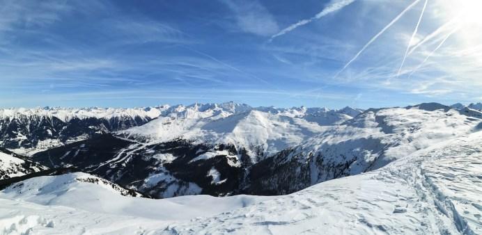 Panorama vom Gipfel des Kalkbretterkopf auf die umliegende Bergwelt