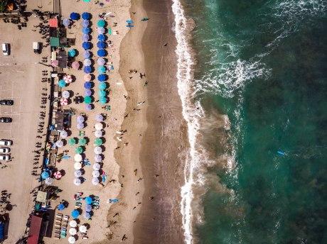 Luftaufnahme vom Strand von Canggu