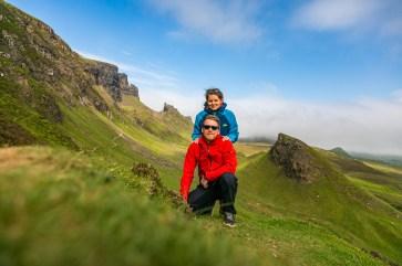 Zwei Wanderer in Quraing auf der Isle of Skye