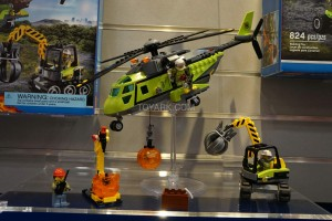 LEGO City 60123 Volcano Supply Helicopter 4