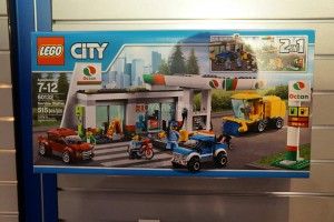 LEGO City 60132 Service Station 1